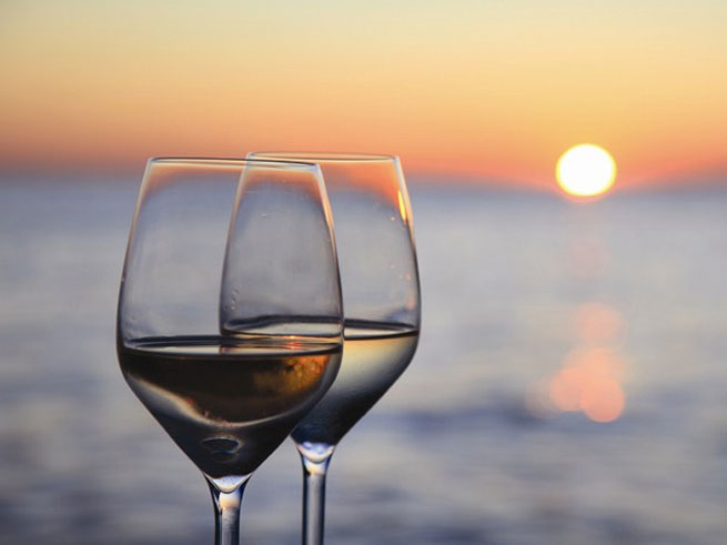 You'll enjoy a sunset sip at lakefront Lone Eagle Grill at this August event. 