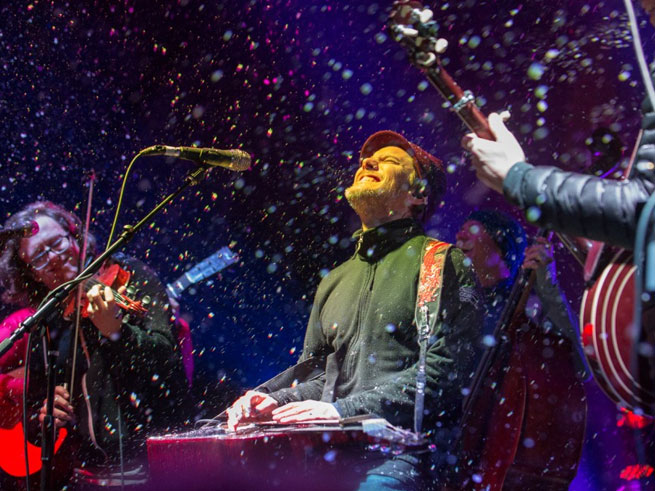 The Infamous String Dusters play while snow falls at the 2014 Winterwondergrass.